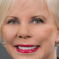 Nancy Snowden named 2019 Distinguished Graduate by The School Foundation